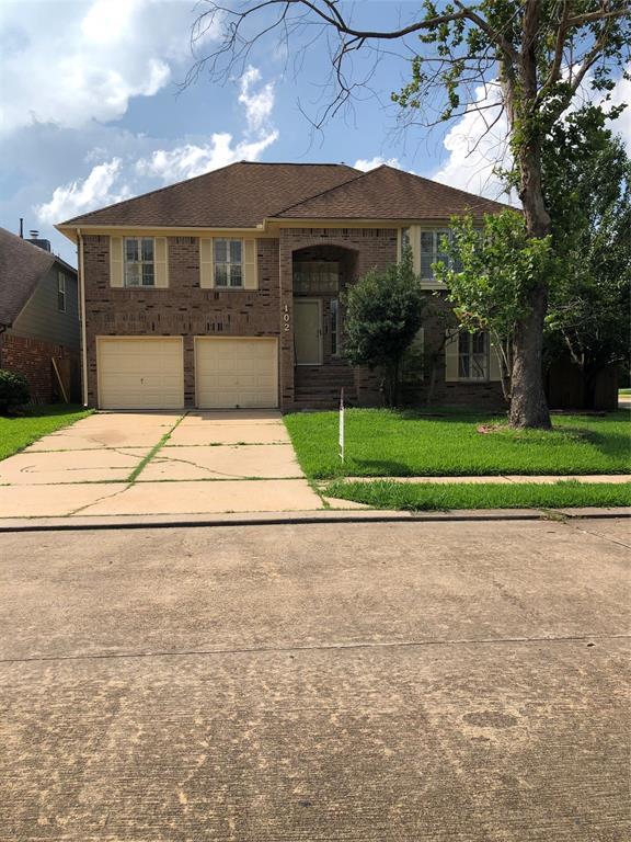 102 Papaya Street, Lake Jackson, TX 77566 (MLS #38750692) :: The SOLD by George Team