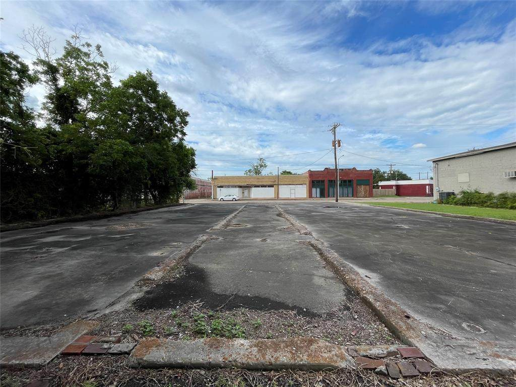513 Texas Avenue - Photo 1