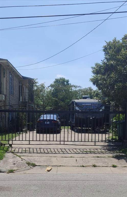 7042 Ave Q, Houston, TX 77011 (MLS #40386312) :: All Cities USA Realty
