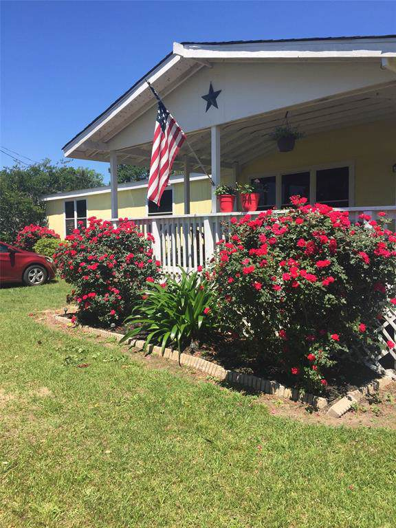 11675 Oak Moss Lane, Willis, TX 77378 (MLS #42034128) :: The Heyl Group at Keller Williams