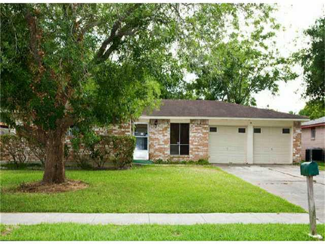 16738 David Glen Drive, Friendswood, TX 77546 (MLS #42097301) :: REMAX Space Center - The Bly Team