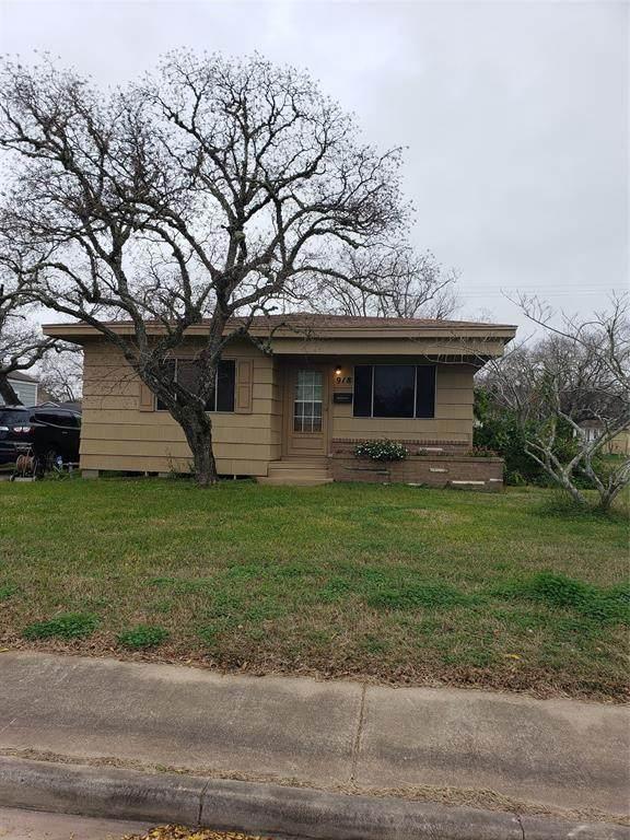 918 W 5th Street, Freeport, TX 77541 (MLS #423084) :: The Bly Team