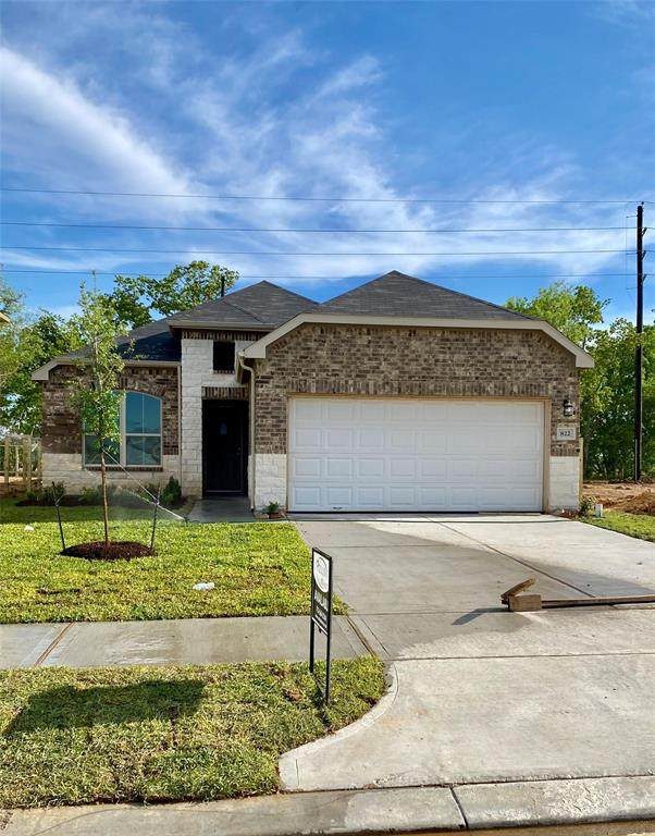 815 E Cloverdale Drive, Rosharon, TX 77583 (MLS #4268499) :: The SOLD by George Team