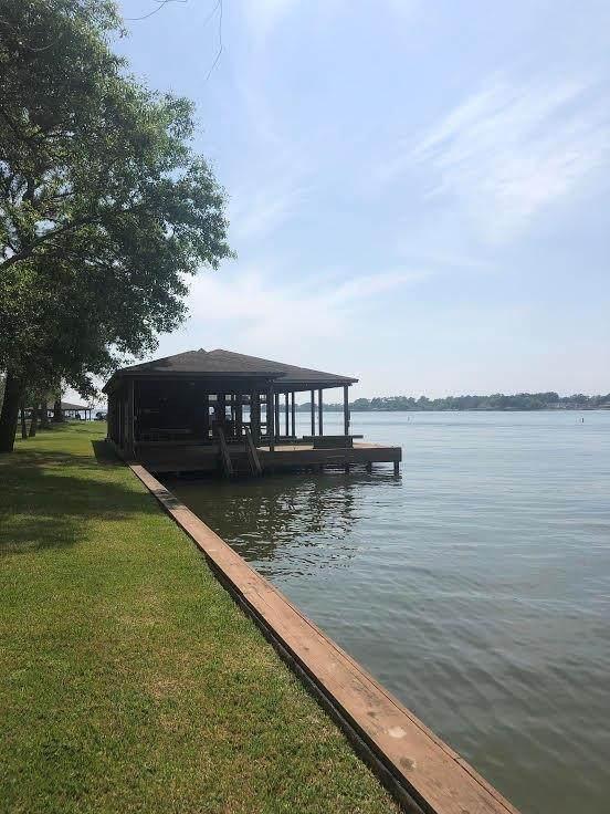 9228 Lake Conroe Drive, Conroe, TX 77304 (MLS #44062915) :: Giorgi Real Estate Group