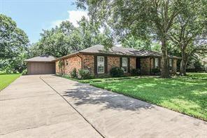 137 Saint Andrews Drive, Friendswood, TX 77546 (MLS #44595715) :: The Queen Team