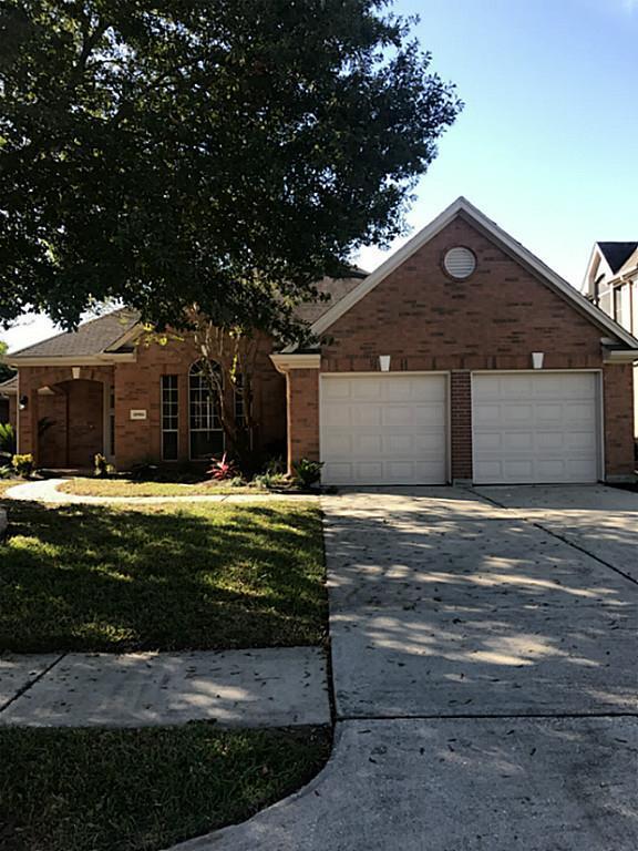 10904 S Sycamore Drive, La Porte, TX 77571 (MLS #44715335) :: Christy Buck Team