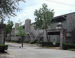 9797 Leawood Boulevard #607, Houston, TX 77099 (MLS #45385098) :: The Bly Team