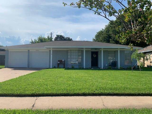 10007 Winding Trail Road, La Porte, TX 77571 (MLS #45467447) :: The Queen Team