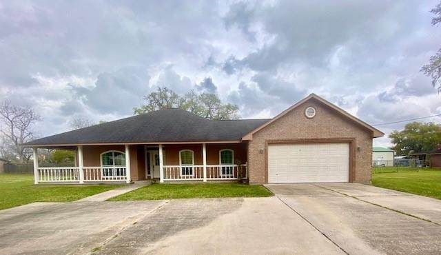 1132 Bar X Trail, Angleton, TX 77515 (MLS #45829103) :: Connell Team with Better Homes and Gardens, Gary Greene