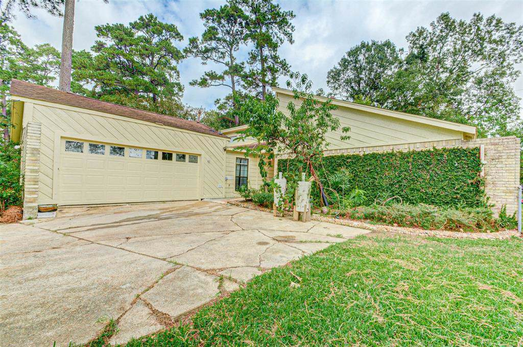 24418 Lightwoods Drive - Photo 1