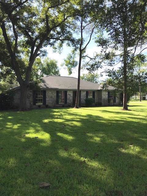 207 Old Angleton Road, Lake Jackson, TX 77566 (MLS #47006901) :: The SOLD by George Team