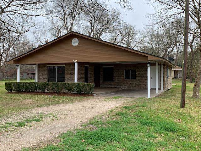 511 Brazoswood Drive, Clute, TX 77531 (MLS #47070271) :: The SOLD by George Team