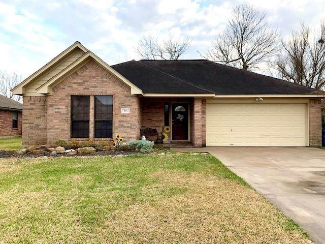 511 Jackson Avenue, Clute, TX 77531 (MLS #47622718) :: Michele Harmon Team