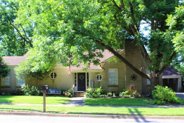 419 E Bell Avenue, Crockett, TX 75835 (MLS #48070867) :: The Sold By Valdez Team