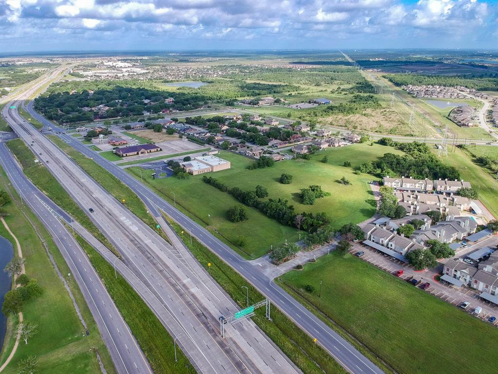 7720 Emmett F Lowry Expressway - Photo 1