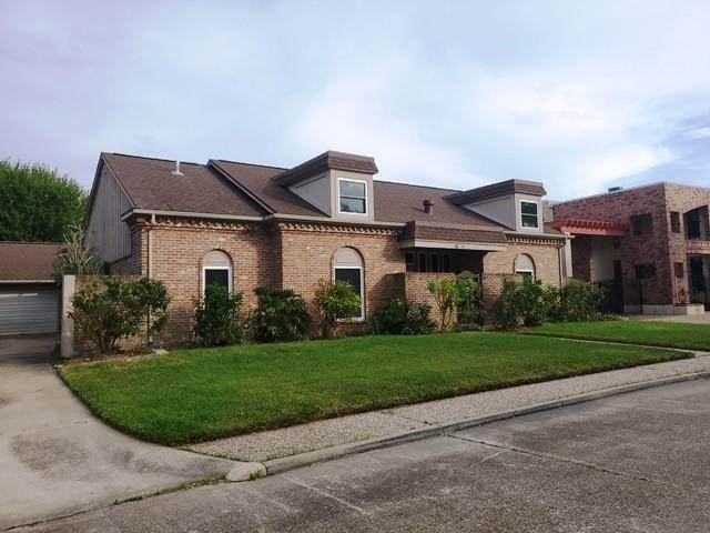 42 Colony Park Circle, Galveston, TX 77551 (MLS #48826580) :: The Parodi Team at Realty Associates