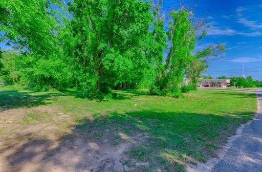 512 W Stewart Street, Willis, TX 77378 (#48827850) :: ORO Realty