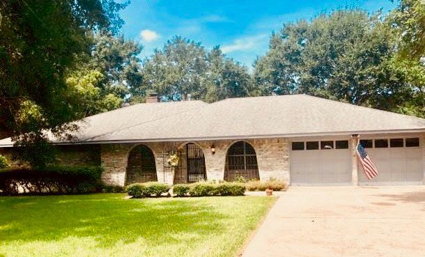 3824 Evergreen Drive, Dickinson, TX 77539 (MLS #49514439) :: The SOLD by George Team