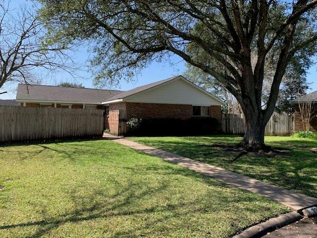 3304 Glenmeadow Drive, Rosenberg, TX 77471 (MLS #49713857) :: The Sold By Valdez Team