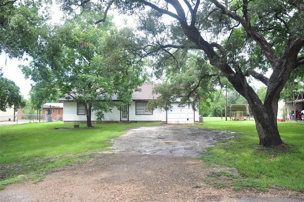 2906 County Road 471 - Photo 1