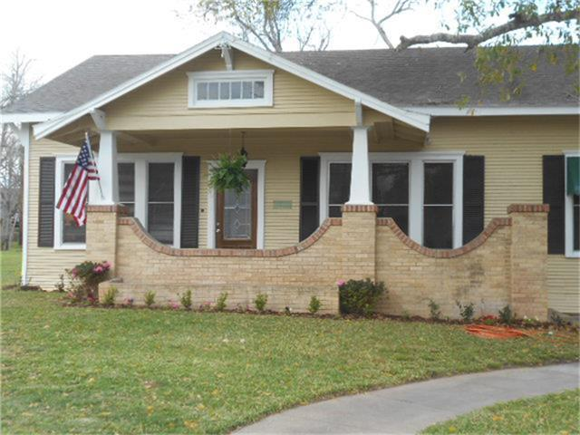 204 W Market Street, Weimar, TX 78962 (MLS #50779918) :: Texas Home Shop Realty