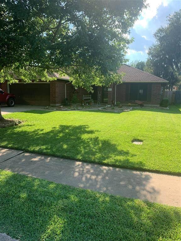 207 Beechwood Street, Lake Jackson, TX 77566 (MLS #51073460) :: The Heyl Group at Keller Williams