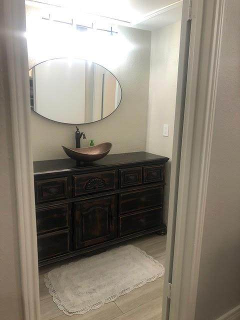 2100 Tanglewilde Street #328, Houston, TX 77063 (MLS #51890944) :: Caskey Realty
