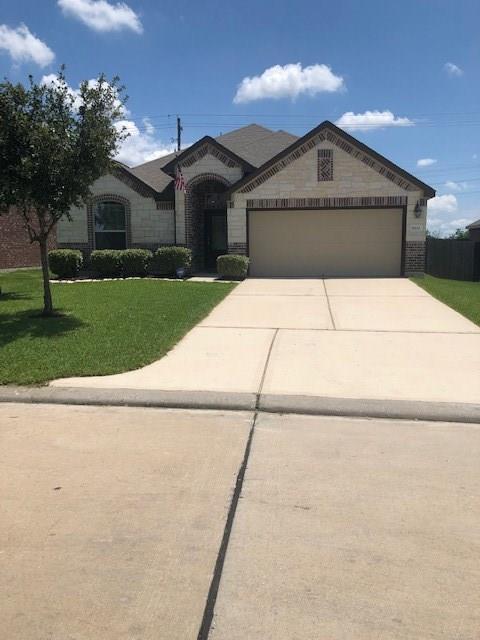 8222 Bay Run Avenue, Baytown, TX 77521 (MLS #52731642) :: Texas Home Shop Realty