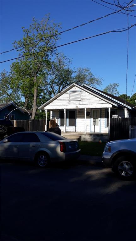 1509 Elm Street, Baytown, TX 77520 (MLS #54061152) :: The Parodi Team at Realty Associates