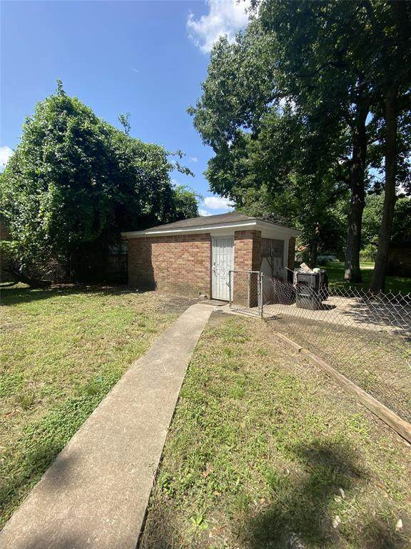 207 Betral Street, Houston, TX 77022 (MLS #54647763) :: The SOLD by George Team