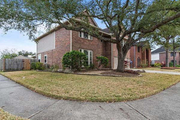 2009 Castle Drive, League City, TX 77573 (MLS #55308129) :: The Freund Group