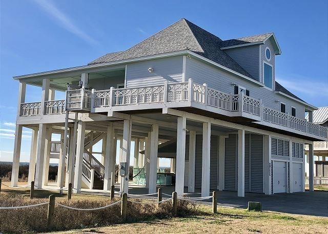 3470 Smiths Point Point, Crystal Beach, TX 77650 (MLS #55943752) :: The SOLD by George Team