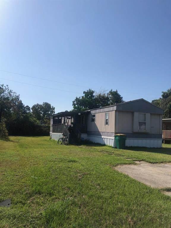 10014 Cedar Landing Drive, Baytown, TX 77521 (MLS #57864860) :: Michele Harmon Team