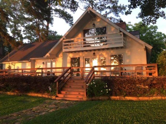 16021 Malibu W, Willis, TX 77318 (MLS #57879179) :: The Home Branch