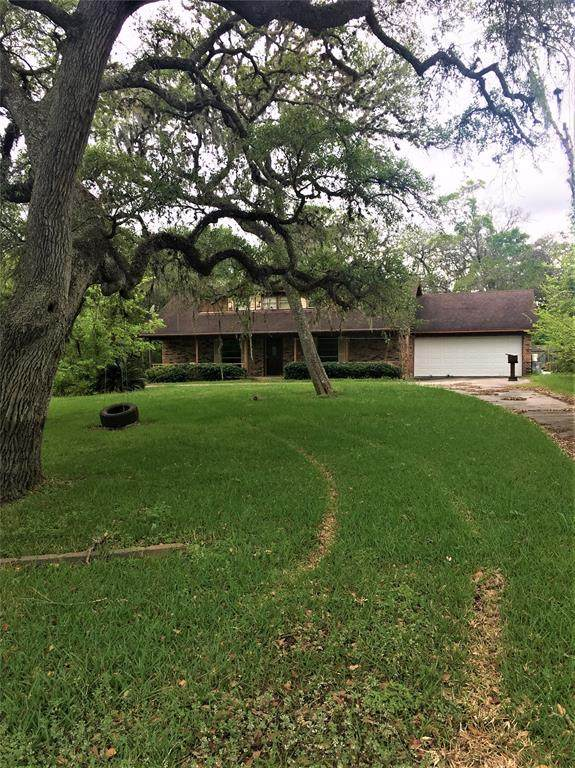 37 Robinhood Lane, Clute, TX 77531 (MLS #60190772) :: Bay Area Elite Properties