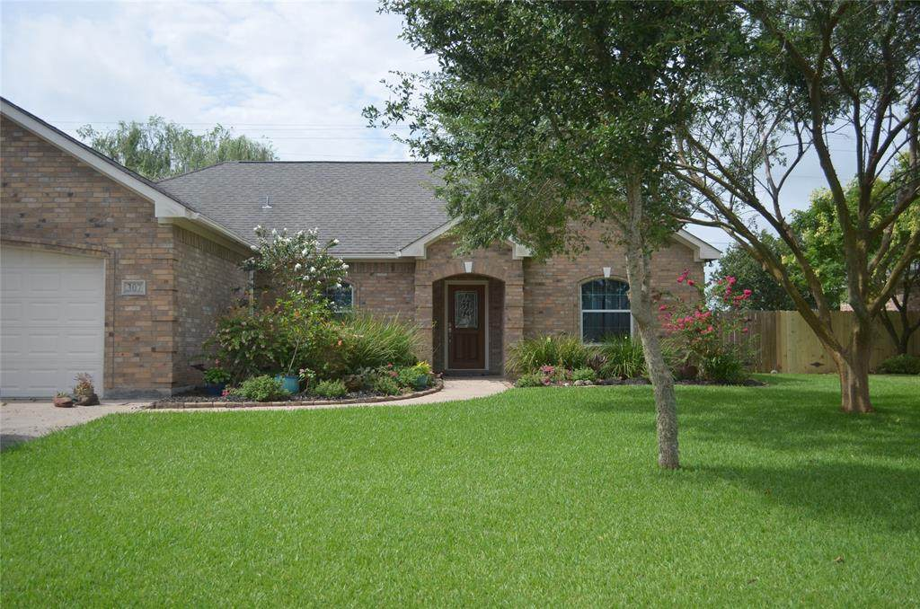 307 Sam Houston Drive Drive - Photo 1