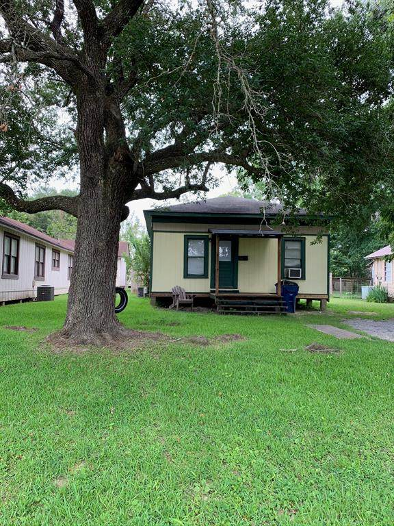 1050 N 3rd Street, Silsbee, TX 77656 (MLS #60689681) :: The SOLD by George Team