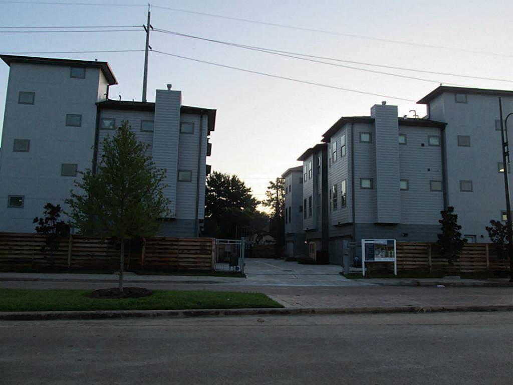 2910 Blodgett Street - Photo 1