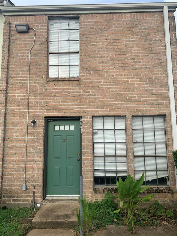8641 Victorian Village Drive, Houston, TX 77071 (MLS #61899126) :: All Cities USA Realty