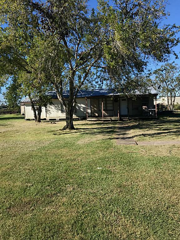 11807 Sunnyside Drive, Mont Belvieu, TX 77523 (MLS #62109955) :: NewHomePrograms.com LLC