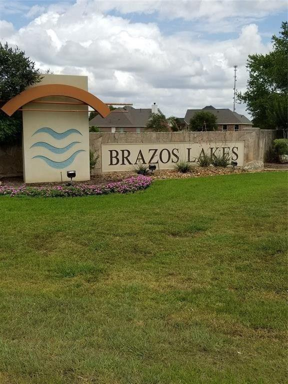 5918 Brazos Lakes Drive, Richmond, TX 77469 (MLS #62560399) :: The SOLD by George Team