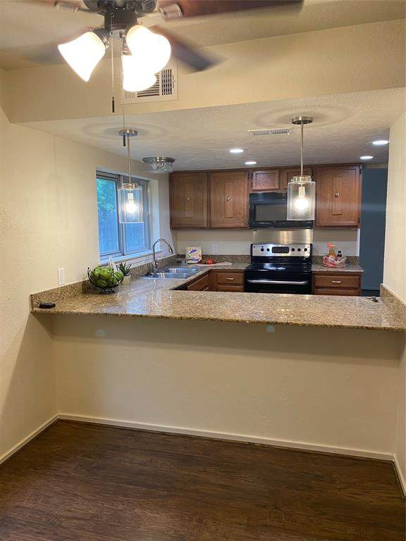 15358 Mcconn Street, Houston, TX 77598 (MLS #63172709) :: The SOLD by George Team