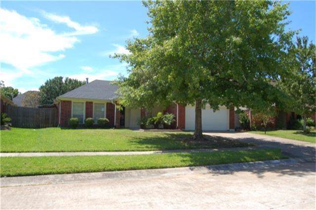 4834 Cloverfield Drive, Pearland, TX 77584 (MLS #6320585) :: The SOLD by George Team