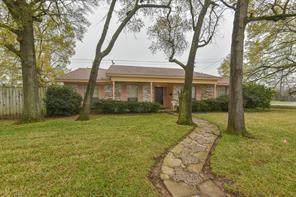 13902 Hollypark Drive, Houston, TX 77015 (MLS #63931903) :: The Home Branch