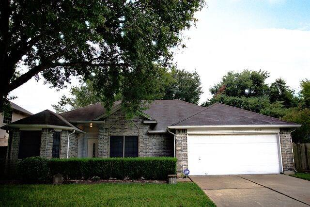8610 Venture Lane, La Porte, TX 77571 (MLS #63980174) :: The SOLD by George Team