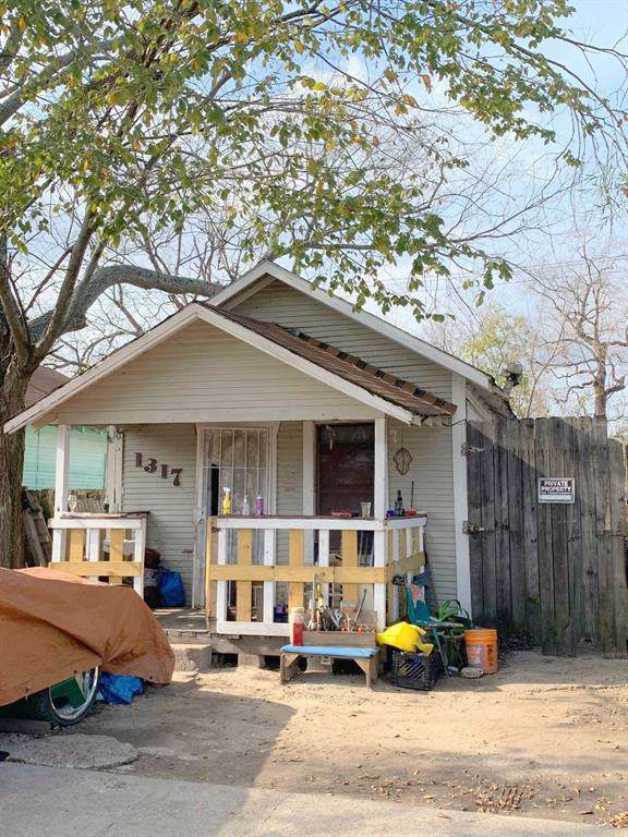 1317 Pine Street, Baytown, TX 77520 (MLS #64517834) :: Texas Home Shop Realty
