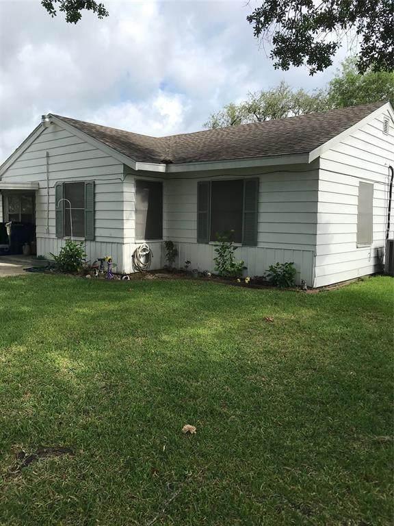 1209 San Felipe Street Street, Angleton, TX 77515 (MLS #64680032) :: NewHomePrograms.com LLC