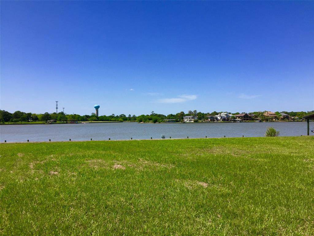 205 Lakeshore Drive - Photo 1