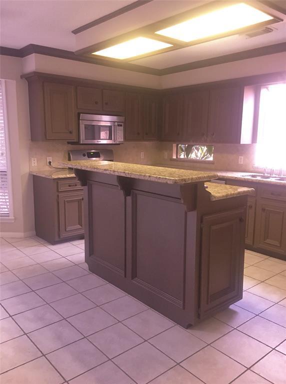 1811 Barleton Way, Houston, TX 77058 (MLS #66163317) :: Texas Home Shop Realty