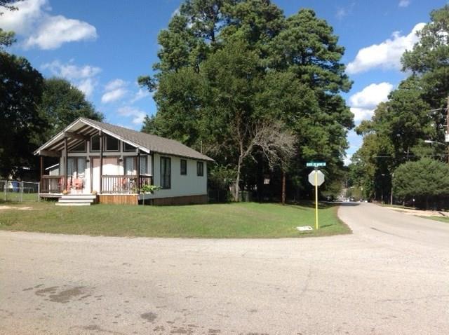 13102 S Lee Shore Drive, Willis, TX 77318 (MLS #66310350) :: Texas Home Shop Realty